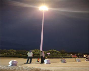 华阴服务区高杆灯换新案例